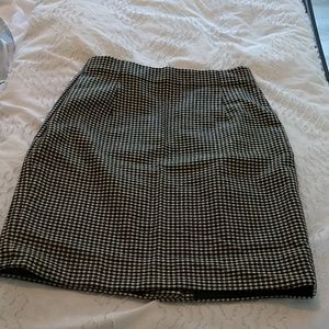 Fitted pencil skirt in houndstooth wool blend